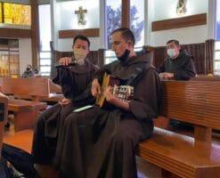 Arzobispo de Monterrey confirma brote de covid en comunidad franciscana