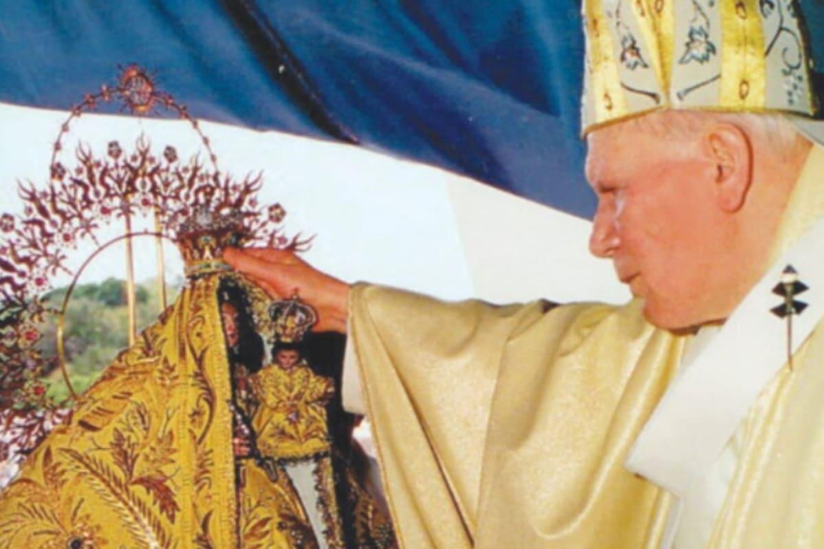 El Papa Juan Pablo II coronó a la Virgen de la Caridad del Cobre. Foto: Radio Televisión Martí.