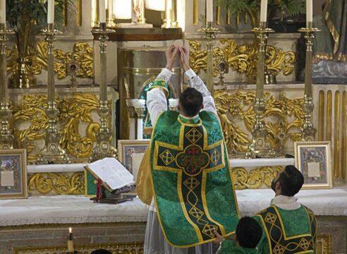 El Papa Francisco anuncia nuevas normas para celebrar la Misa en Latín