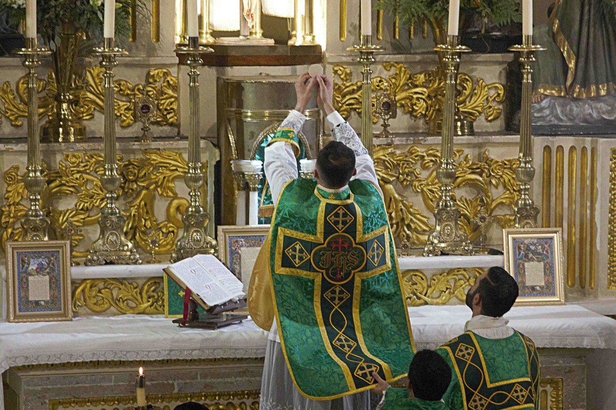 Misa con la forma extaordinaria del rito latino. Foto: Fraternidad Sacerdotal San Pedro.