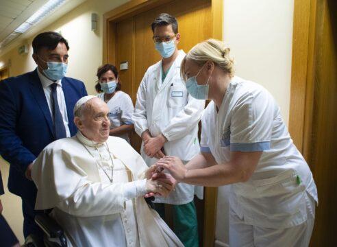 Desde el hospital, el Papa Francisco ora por los enfermos