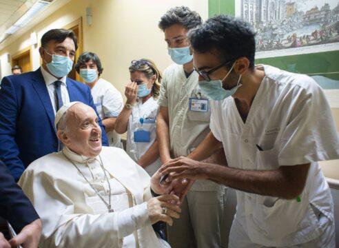 """El Papa agradece al Hospital Gemelli: """"¡Me han hecho sentir en casa!"""""""