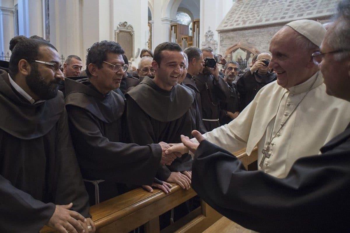 El Papa Francisco saluda a miembros de la Orden Franciscana /Foto: VaticanNews