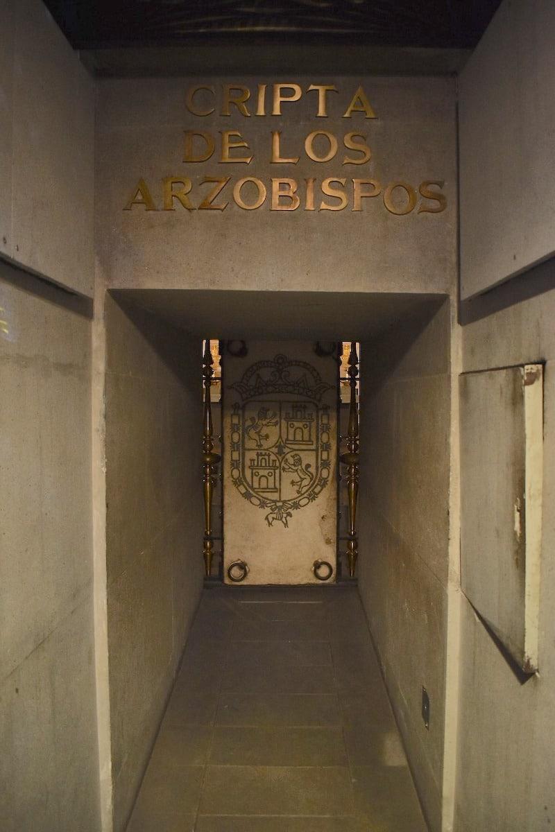 La puerta de la Cripta de los Arzobispos.