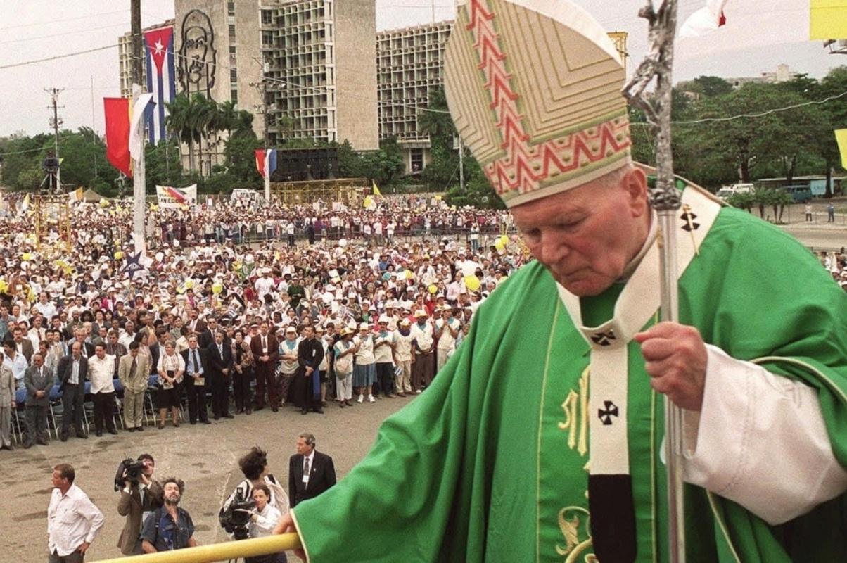 El Papa Juan Pablo II en la misa en la Plaza de la Revolución el 25 de enero de 1998. Foto: Radio Televisión Martí.