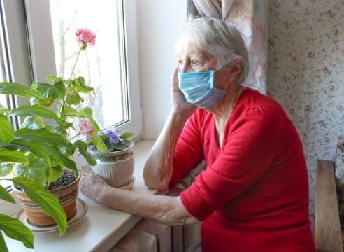 Pérdidas por Covid-19: Con esta sesión ayuda a los adultos mayores