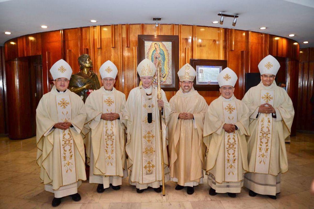 El Cardenal Carlos Aguiar Retes y los cinco obispos auxiliares de la Arquidiócesis Primada de México. Foto: Jonathan Oregon