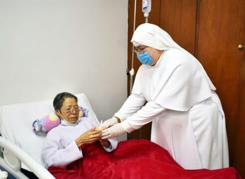 Siervas de María, las monjas que cuidan de noche a los enfermos