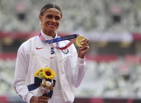 Sydney McLaughlin, la atleta que rompió 2 récords 'para gloria de Dios'