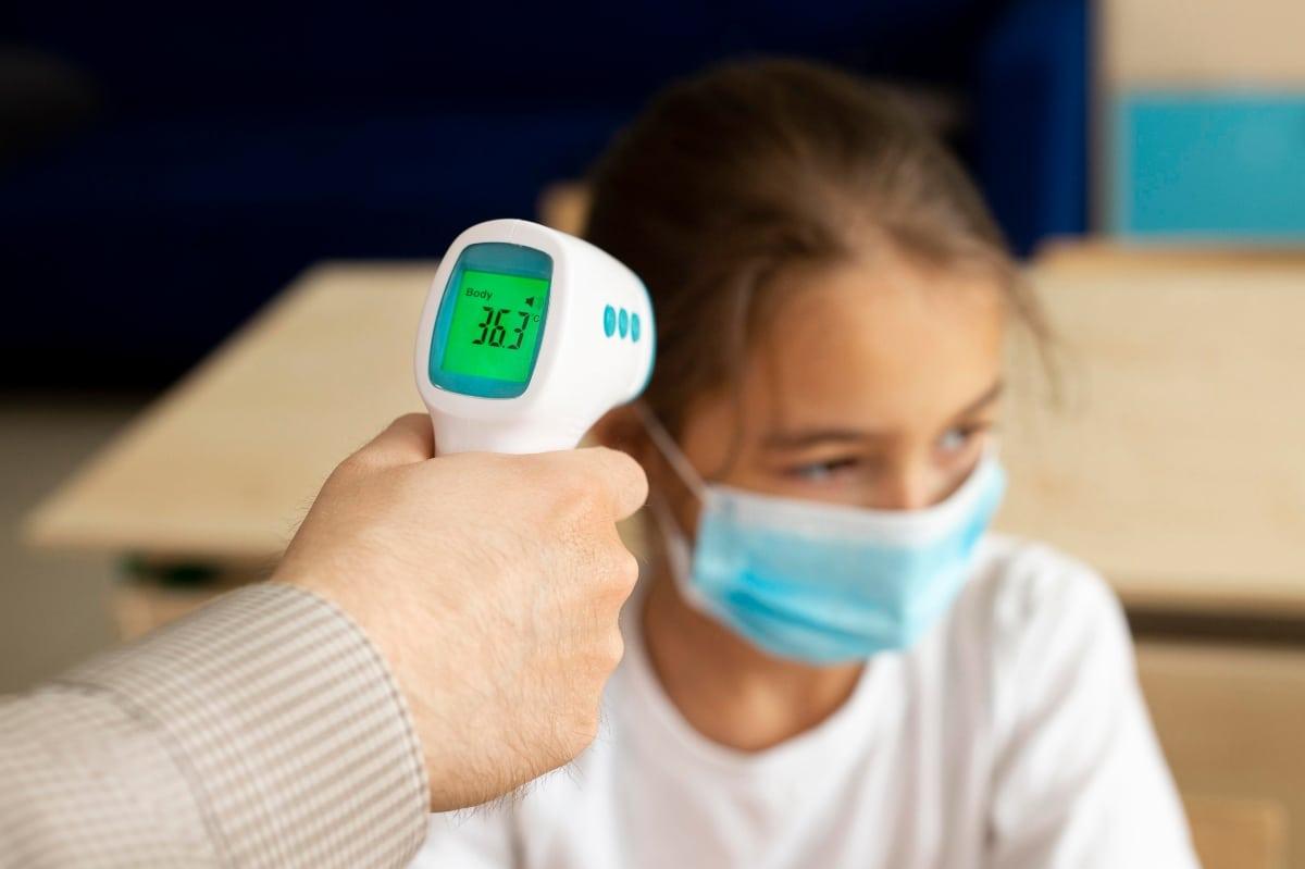 La pandemia tiene a muchos jóvenes y niños viviendo con un sentimiento de incetidumbre. Foto: jcomp/Freepik.