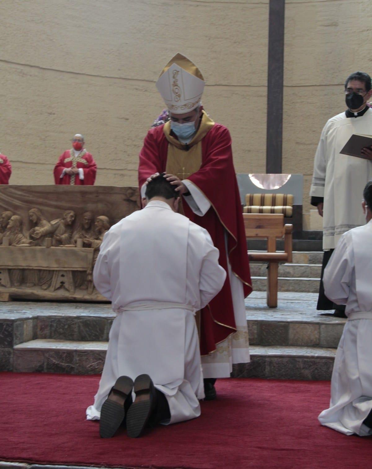 Su proceso de formación hacia el Diaconado duró unos seis años.