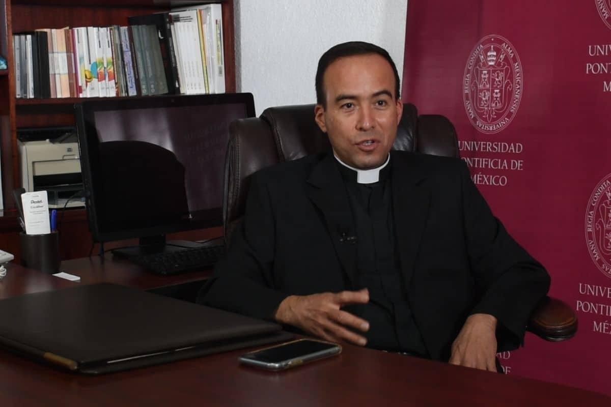 El padre Alberto Anguiano, rector de la UPM, en entrevista con Desde la fe. Foto: Ricardo Sánchez.