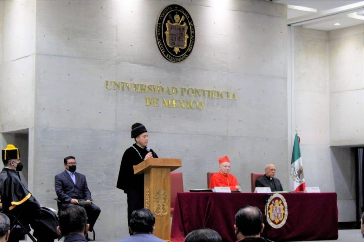 El padre Alberto Anguiano en su toma de posesión. Foto: UPM