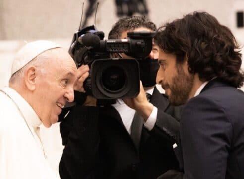 Jonathan Roumie cumplió 2 sueños: interpretar a Jesús y conocer al Papa