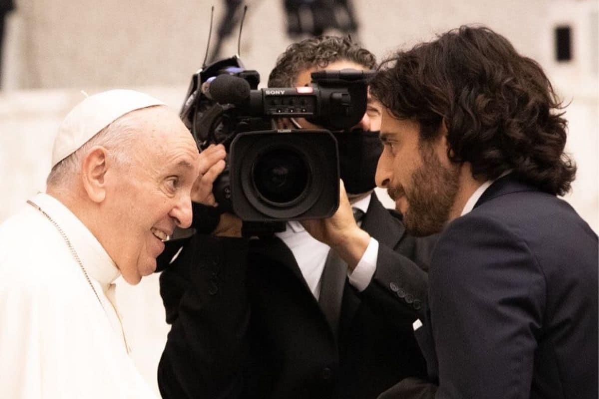 Jonathan Roumie y el Papa Francisco. Foto: Twitter @JonathanRoumie