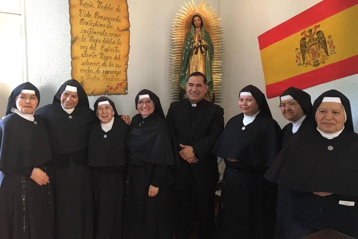En el 125 aniversario de su fundación, las Ministras de los Enfermos celebraron con Mons. Samaniego.