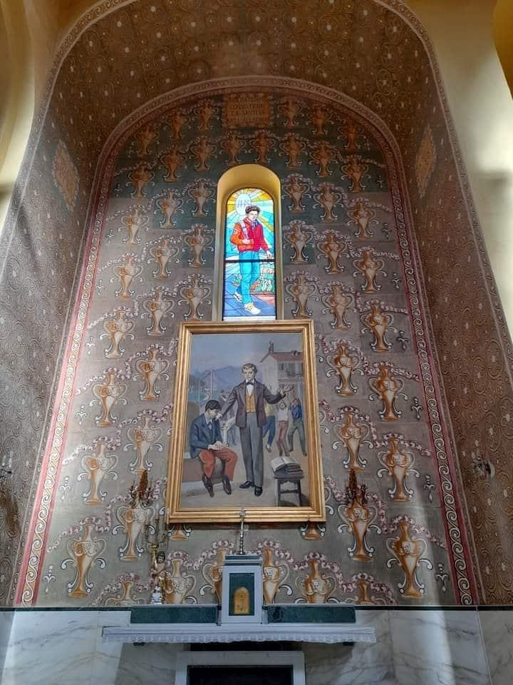 Vitral de Carlo Acutis en la Parroquia de San Giuseppe. Foto: Facebook @beatocarloacutisufficiale