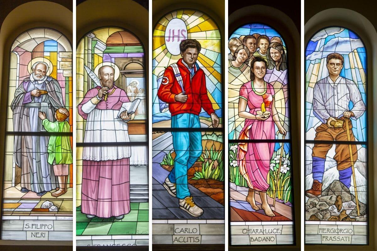Los vitrales de la Parroquia de San Giuseppe. Foto: Facebook @oratoriodonboscomolfetta