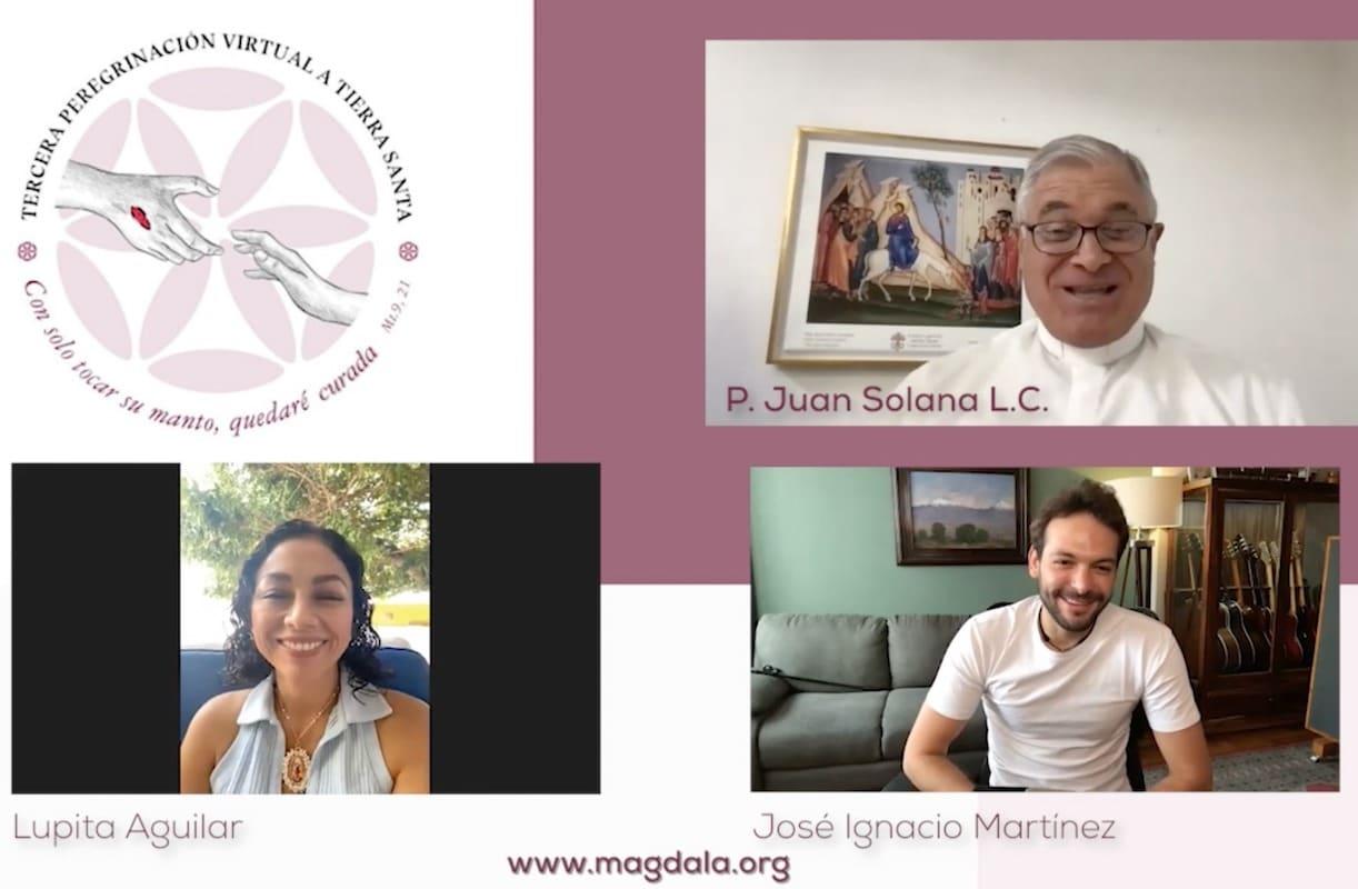 El P. Juan Solana entrevistando a Lupita Aguilar y a José Ignacio