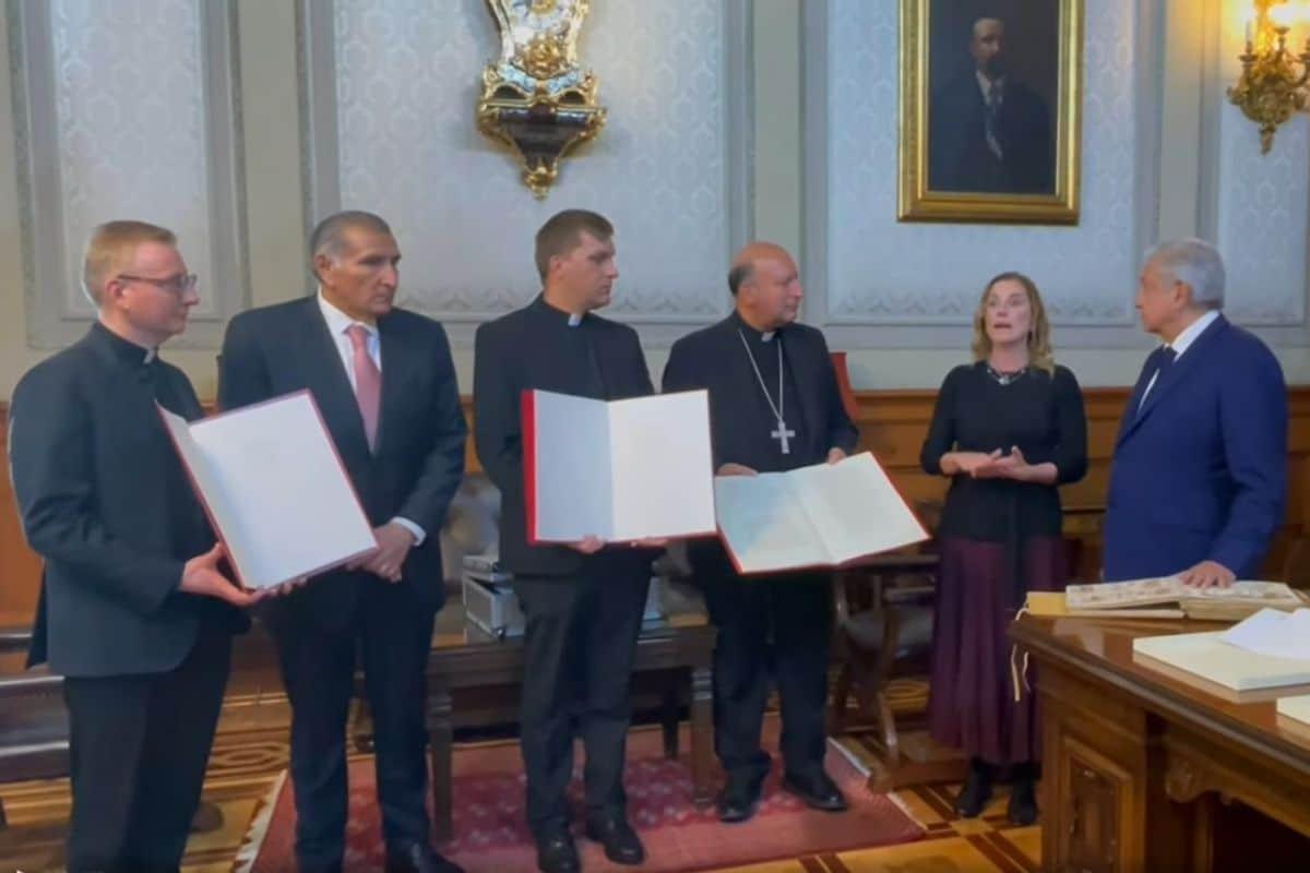 El presidente agradece al Papa envío de documentos históricos a México