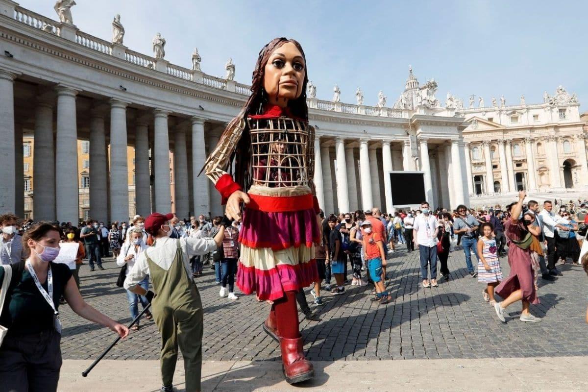 La marioneta Amal en el Vaticano. Foto: Vatican Media.