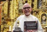 """El padre José de Jesús Aguilar gana el premio """"Micrófono de Oro"""""""