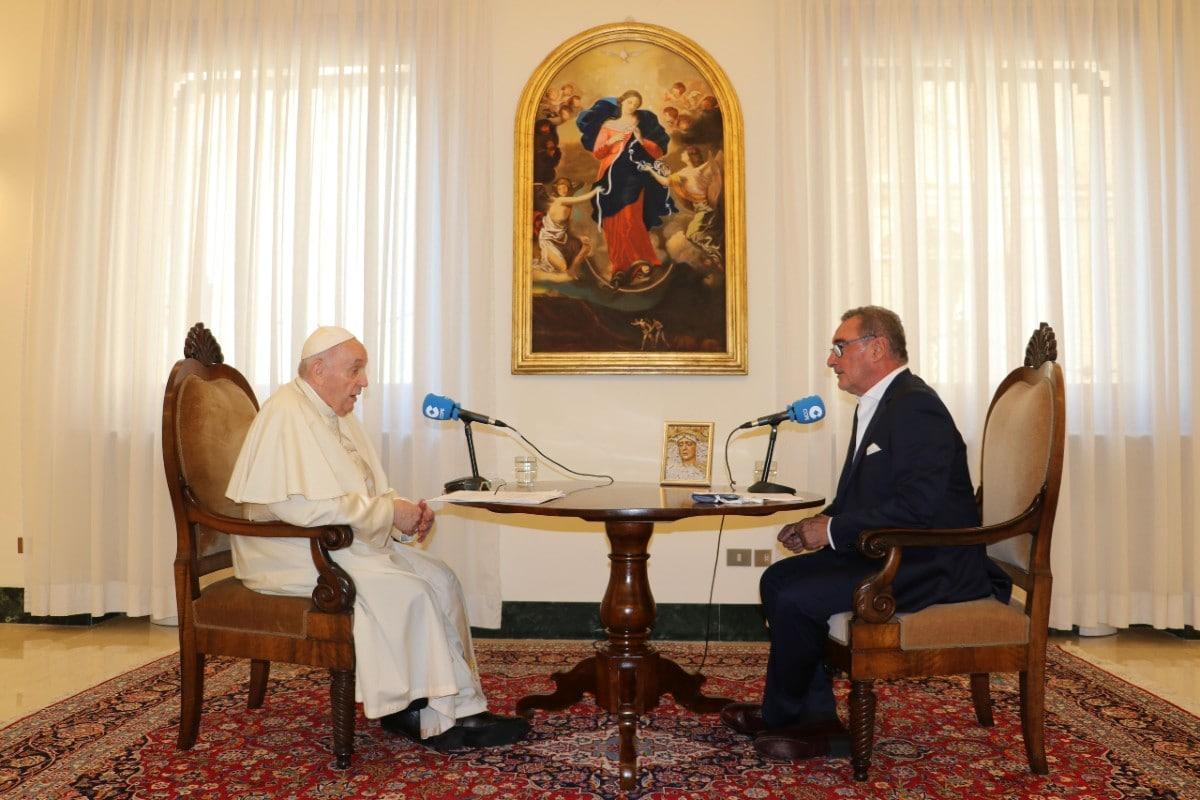 El Papa Francisco en entrevista. Foto: Twitter @COPE