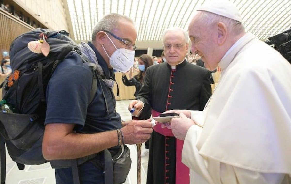 El sacerdote que caminó 700 kilómetros para conocer al Papa Francisco
