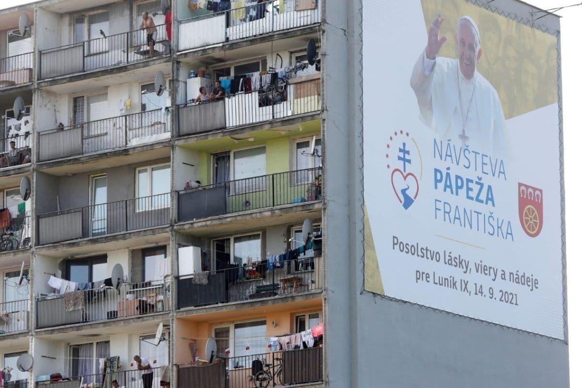 El Papa Francisco visitó la comunidad gitana Luník IX, en Eslovaquia. Foto: Vatican Media.