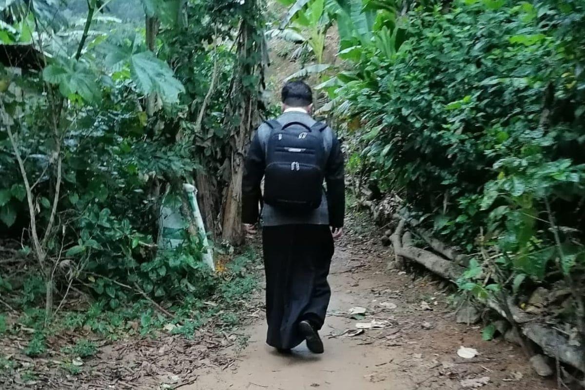 Oaxaca, el padre Rodrigo Castro recorre incansable 13 comunidades de Oaxaca