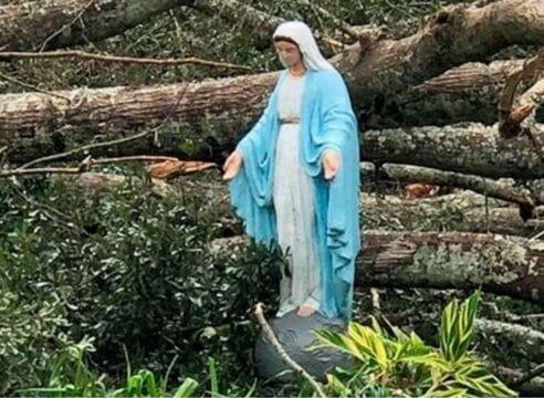 """Imagen de la Virgen María resiste a desastres del huracán """"Ida"""""""