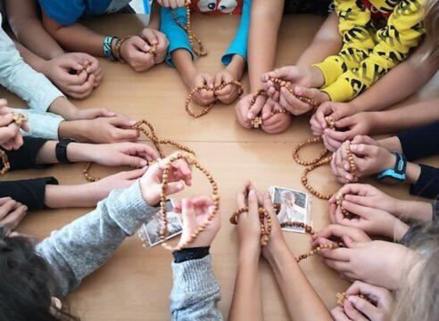 ¿Imaginas a 1 millón de niños rezando el Rosario? ¡Únete y hazlo posible!