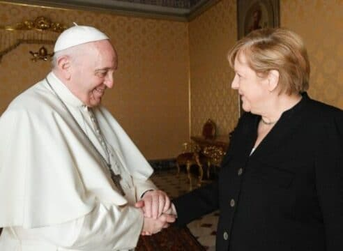 """""""Hasta pronto"""", la canciller Ángela Merkel y el Papa Francisco se despiden"""