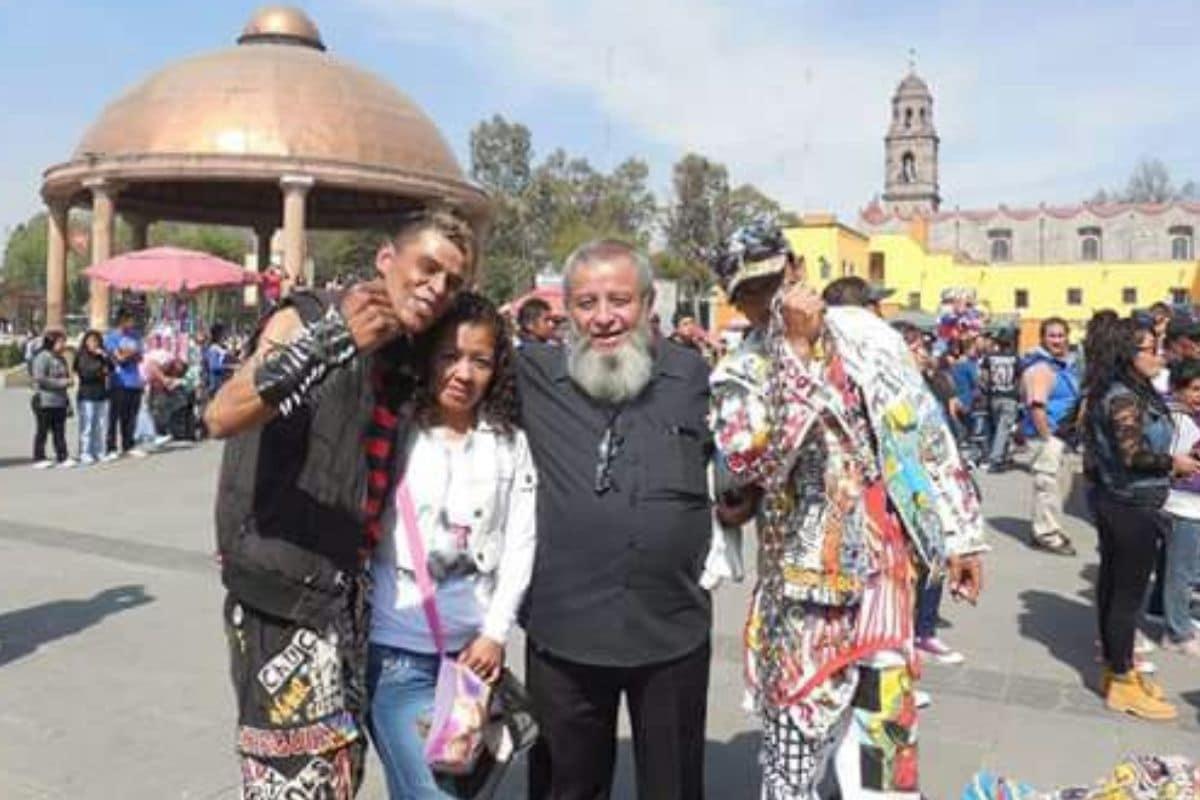 El padre Matus en la caminata rockanrolera. Foto: Pastoral Urbana MX.