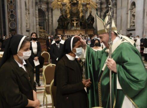 El Papa se reúne con Gloria Narváez, monja que pasó 4 años secuestrada