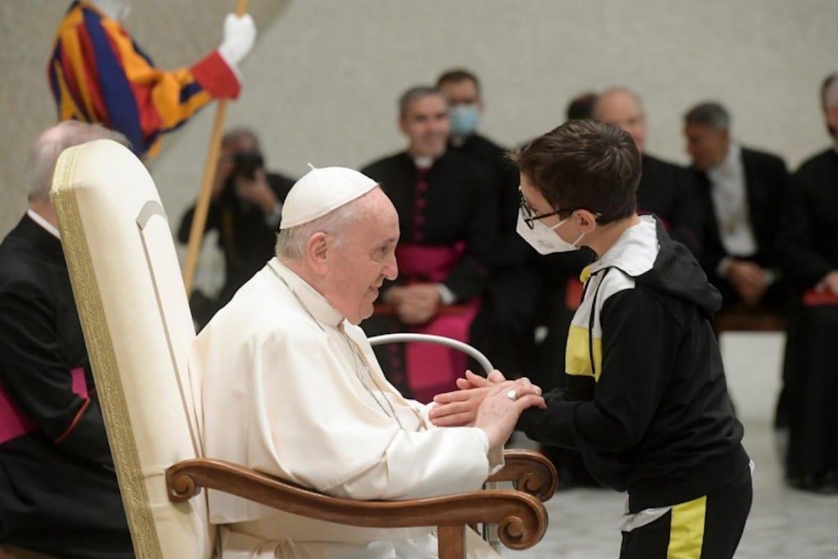Este niño se 'robó' la audiencia general y el cariño del Papa Francisco